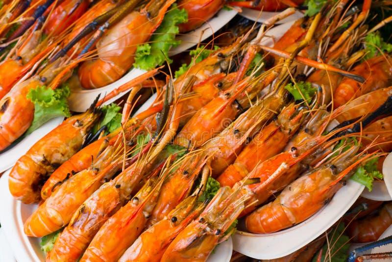 Gegrillte Garnele und Brand mit Meeresfrüchtesoßen, lizenzfreie stockfotos