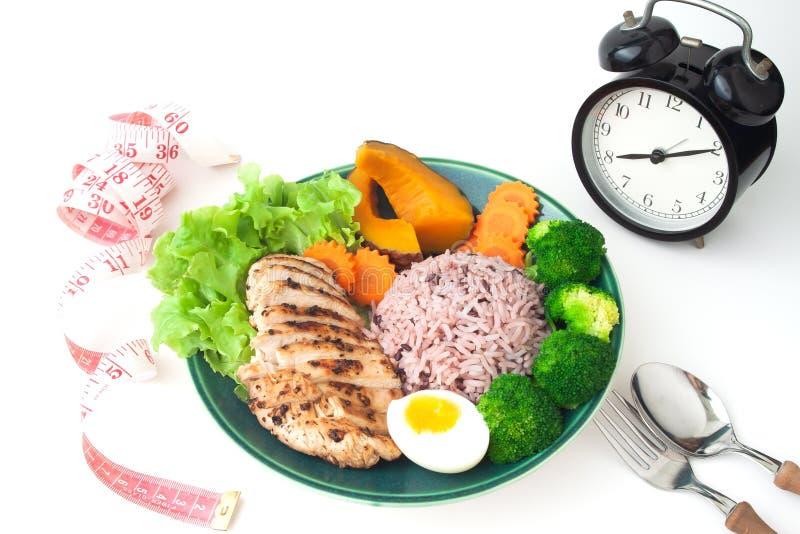 Gegrillte Hühnerbrust, Reisbeere, Brokkoli, kochte Ei, pumpki stockbilder