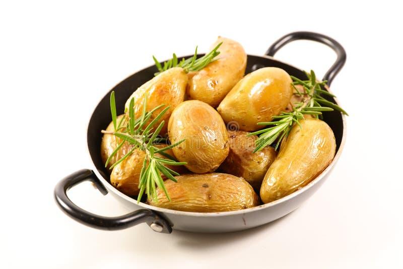 Gegrillte Kartoffel und Rosmarin stockfotos