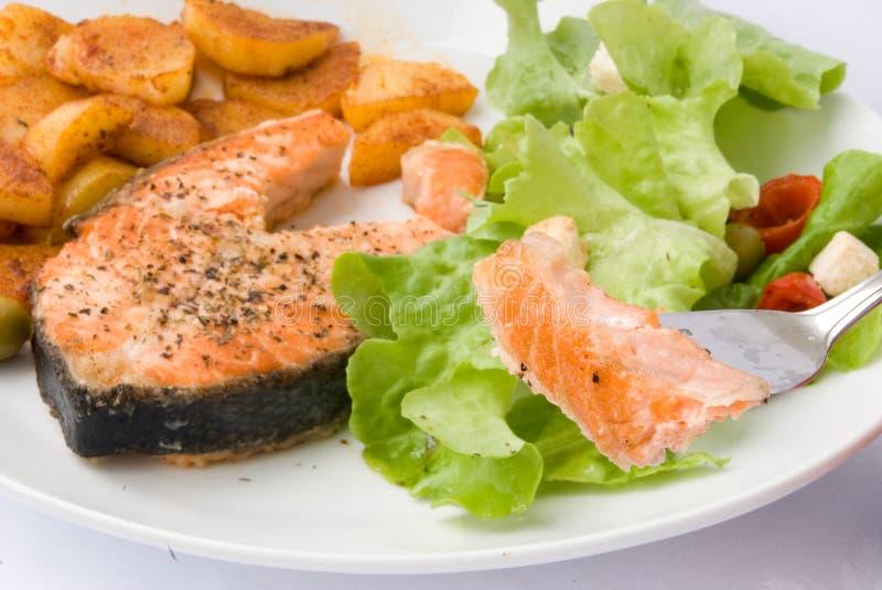 Gegrillte Lachse mit Kopfsalat 8 stockfotos