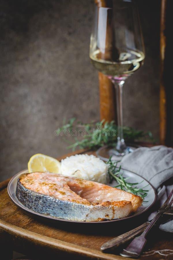 Gegrillte Lachse mit Reis lizenzfreies stockbild