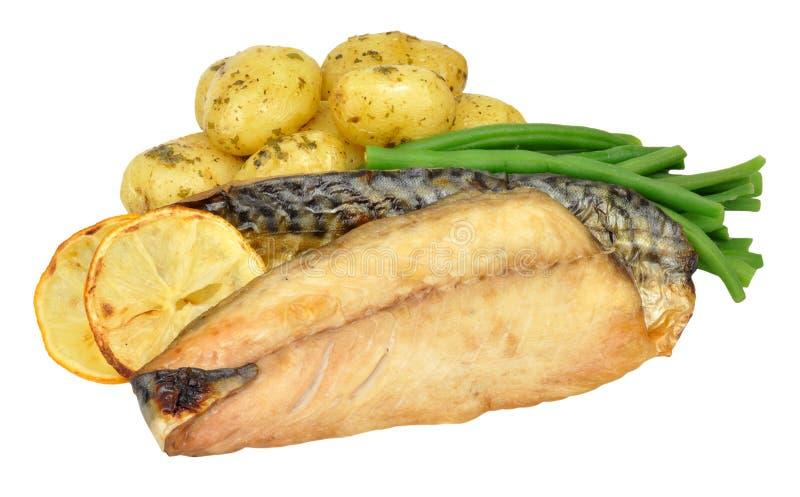 Gegrillte Makrelen-und Kartoffel-Mahlzeit stockfotos