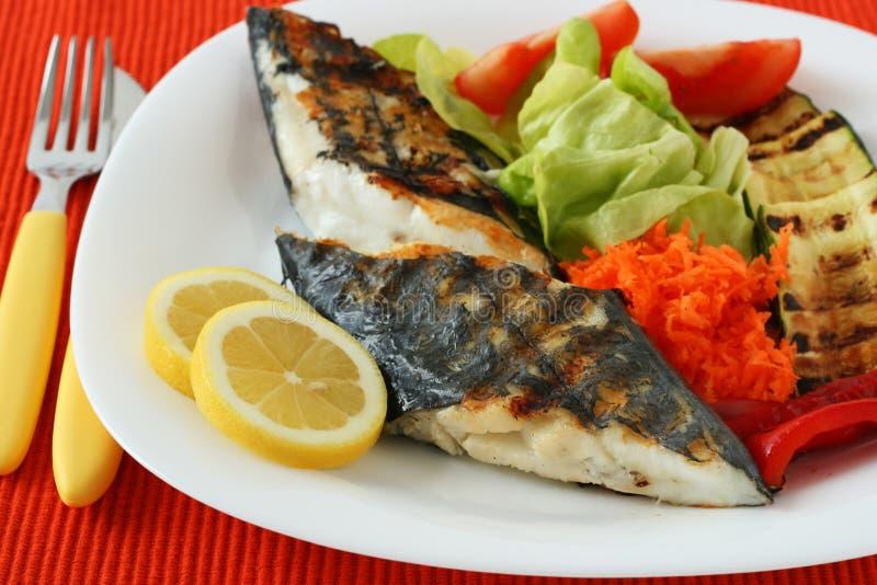 Gegrillte Schwertfische mit Gemüse stockfotos