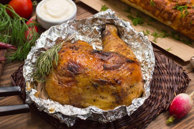 Gegrillter Hühnerschinken mariniert in der balsamischen Soße, in den würzigen italienischen Kräutern und in der frischen Zitrone  lizenzfreies stockbild