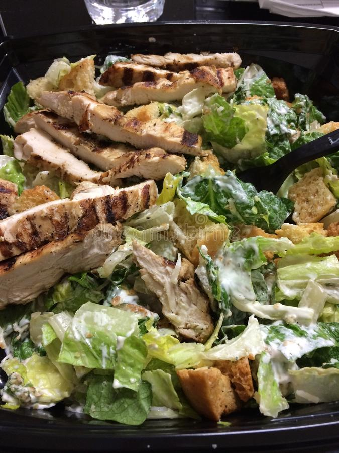 Gegrillter Huhn-Caesar-Salat stockbild