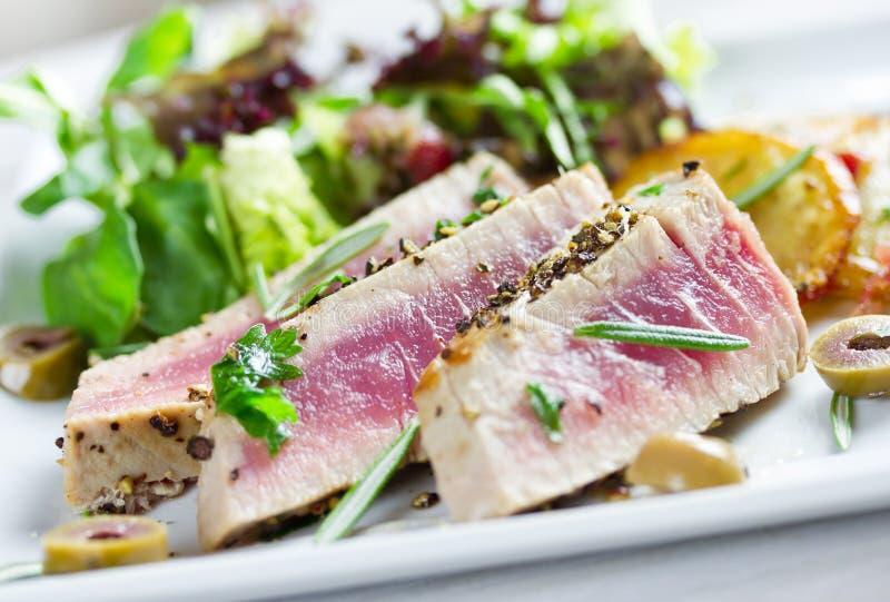 Gegrillter Thunfisch stockfotos