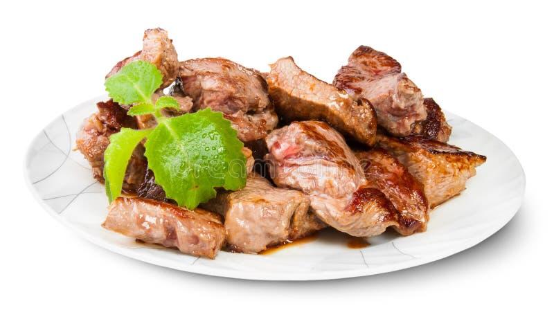 Gegrilltes Fleisch auf einer weißen Platte gedient mit tadellosem Blatt lizenzfreie stockfotos