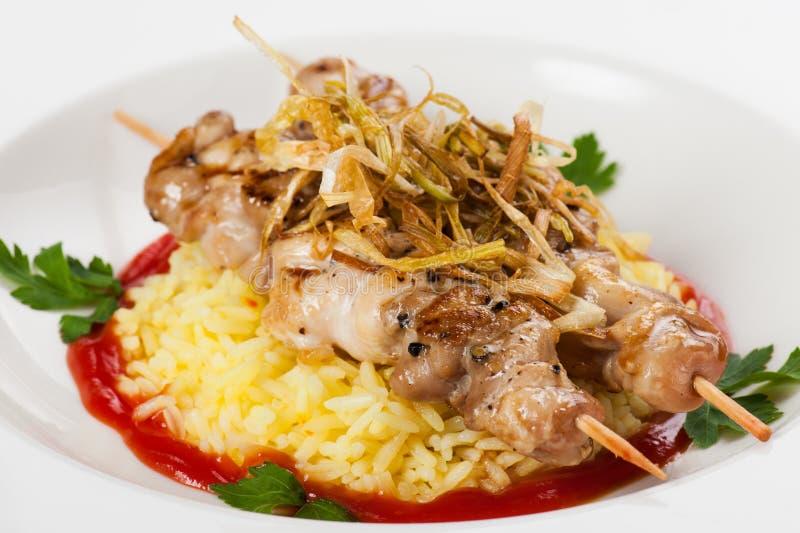 Download Gegrilltes Fleisch Mit Reispetersiliezwiebeln Stockfoto - Bild von soße, kulinarisch: 26366360