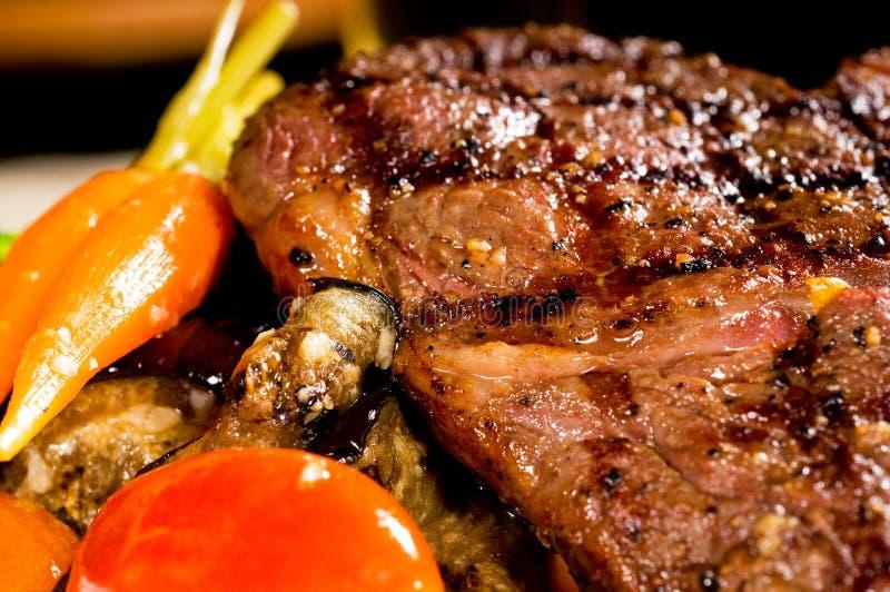 Gegrilltes ribeye Steak lizenzfreie stockbilder
