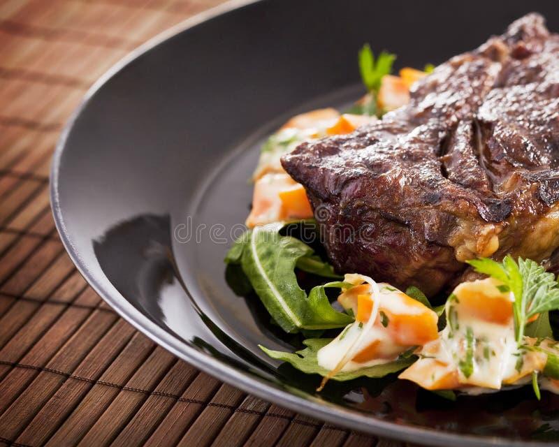 Gegrilltes Rindfleischsteak auf der Platte stockfoto