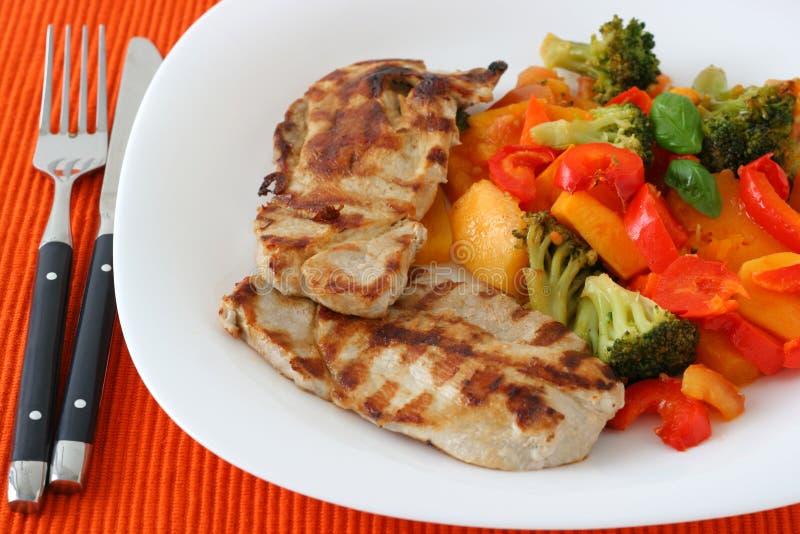 Gegrilltes Schweinefleisch mit Gemüse lizenzfreies stockfoto