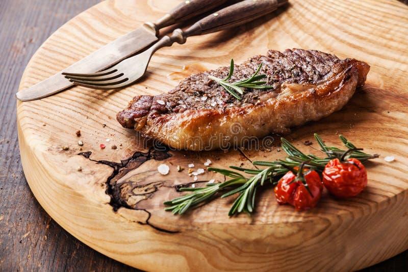 Gegrilltes Steak New York Striploin stockfotos