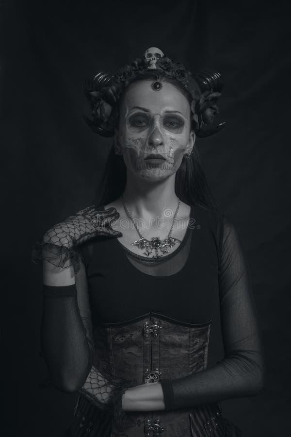 Gehörnte gotische Dame lizenzfreie stockfotografie