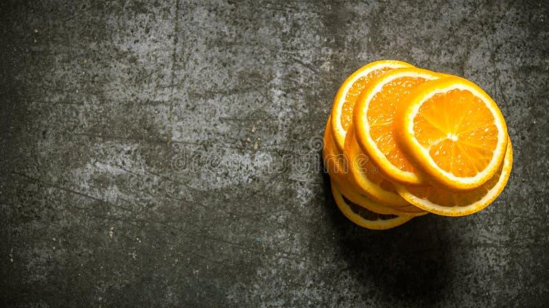 Gehackte frische Orangen Freier Platz für Text lizenzfreies stockbild