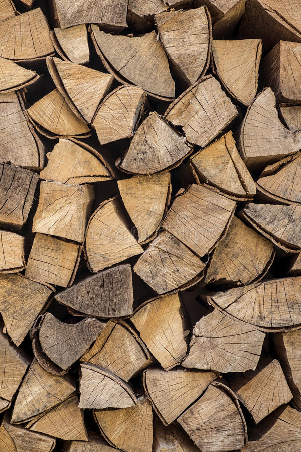 Gehacktes Brennholz stockfotos