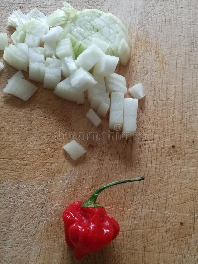 Gehakte Ui en een Klokspaanse peper stock foto