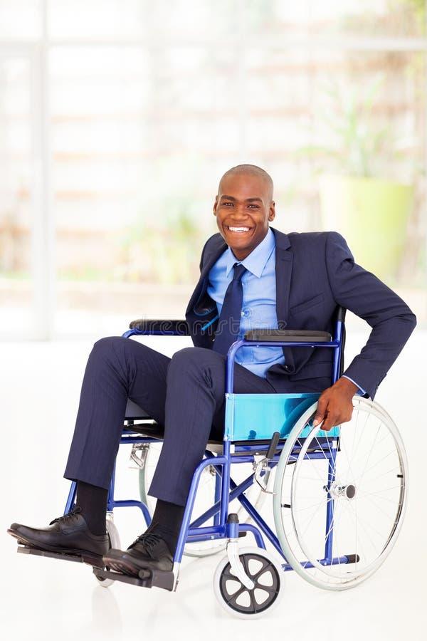 Gehandicapte Afrikaanse zakenman stock afbeelding