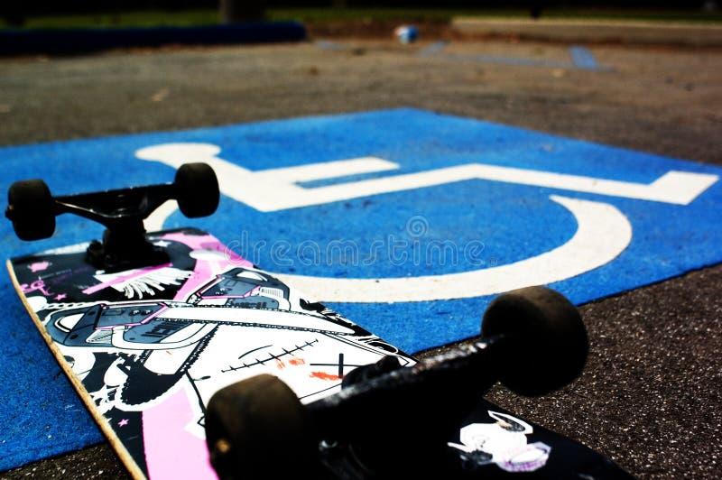 Gehandicapte Skateboarder royalty-vrije stock fotografie