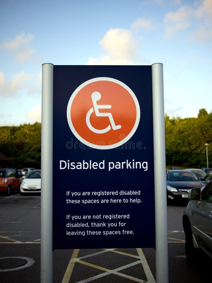 Gehandicapten die teken parkeren stock foto's