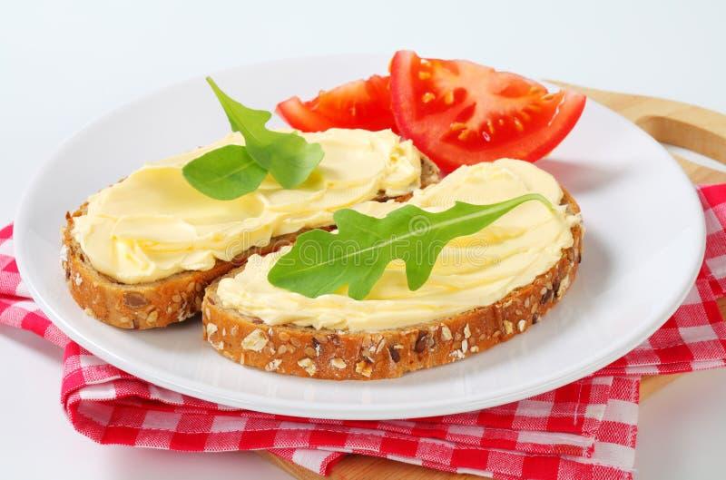 Geheel korrelbrood met boter royalty-vrije stock foto