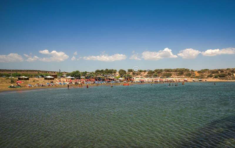 Geheim Paradijs van Aluminos-strandmening in een hete de zomerdag, Cyprus royalty-vrije stock foto's