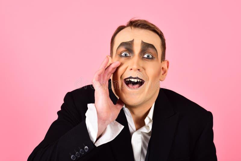 Geheim zwischen Ihnen und mir Leistungskunst und -pantomime Verantwortliches geheimes des Schauspielers Pantomimekünstler Mime mi lizenzfreies stockbild