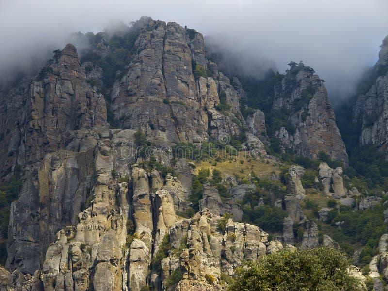 Geheimzinnige berg Demerdzhi in de Krim Knippend inbegrepen weg royalty-vrije stock foto's