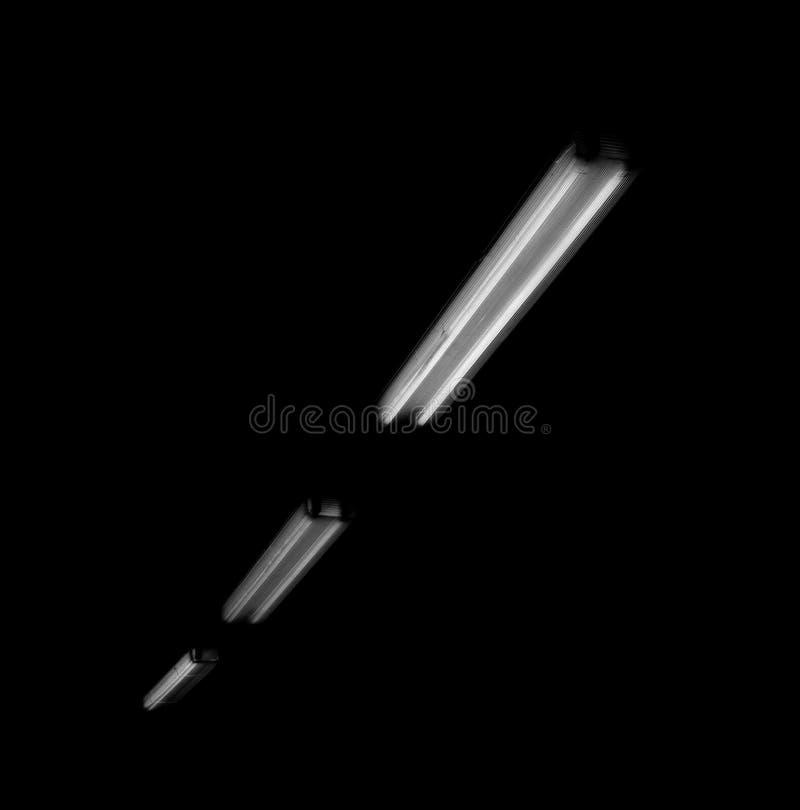 Geheimzinnige fluorescente lampen in fabriek royalty-vrije stock foto