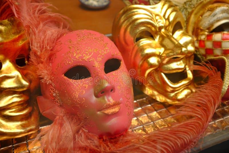 Geheimzinnige Rode & Gouden Maskers royalty-vrije stock afbeeldingen