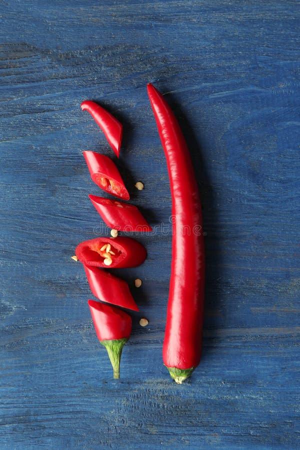 Download Gehele En Gesneden Rode Spaanse Peperpeper Stock Afbeelding - Afbeelding bestaande uit aromatisch, rood: 107703487