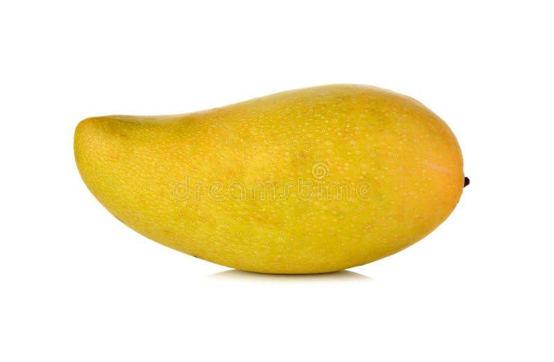 Gehele rijpe mango op wit royalty-vrije stock afbeelding