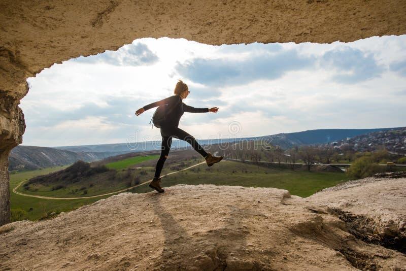 Gehen auf den Hügel stockbilder