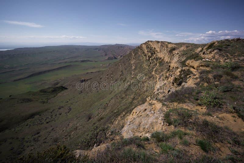 Gehen auf Gipfel von kleinem Kaukasus lizenzfreies stockbild