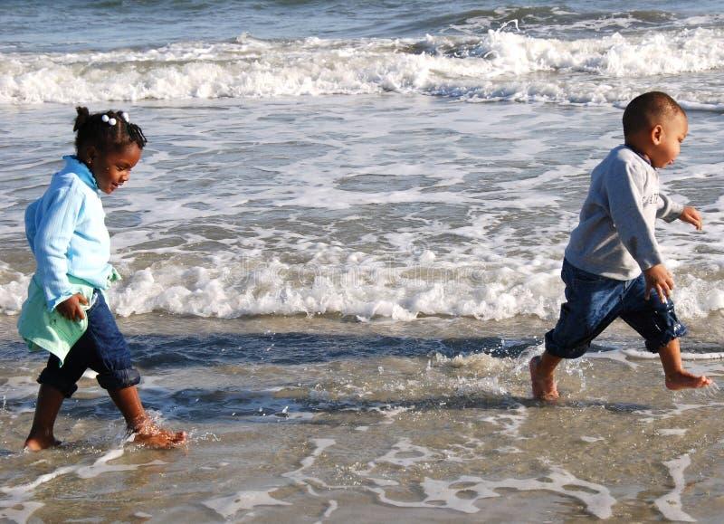 Gehen der Strand lizenzfreie stockfotos