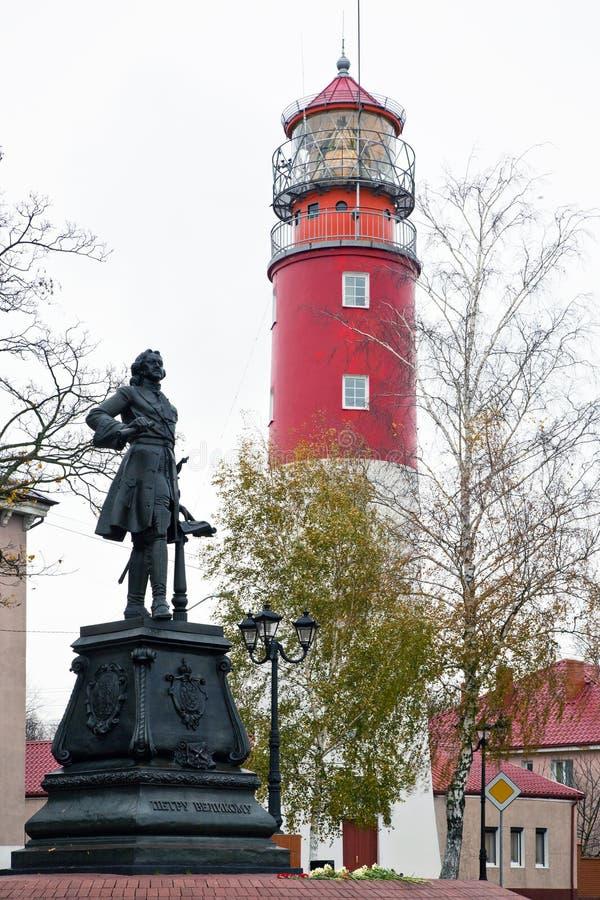 Gehen durch die Stadt Monument zu Peter der Große und zum ol lizenzfreie stockbilder