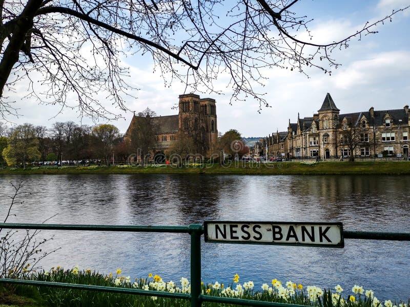 Gehen entlang Ness Bank stockbilder