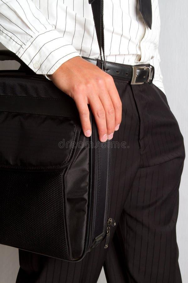 Gehen mit Aktenkoffer