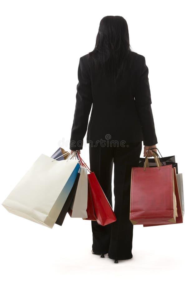 Gehen mit Einkaufenbeuteln stockfotos
