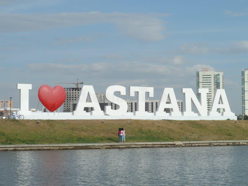 Gehen Sie auf das Motorschiff - i-Liebe Astana stockfotografie