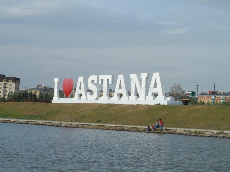 Gehen Sie auf das Motorschiff - i-Liebe Astana lizenzfreie stockfotos