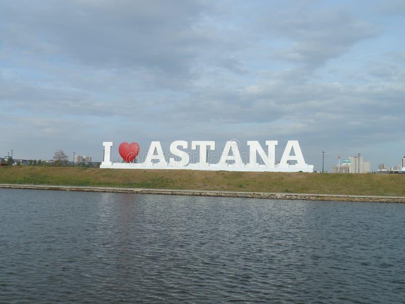 Gehen Sie auf das Motorschiff - i-Liebe Astana lizenzfreies stockfoto