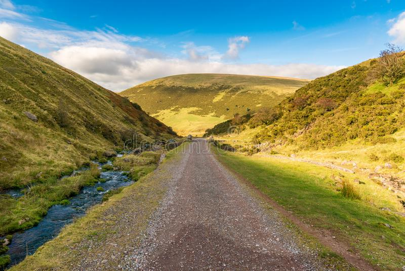 Gehen Sie in Richtung zu Fan Fach, Wales, Großbritannien Llyn y stockbilder