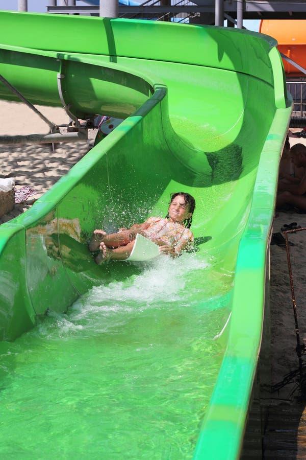 Gehen Sie unten in das aquapark stockfoto