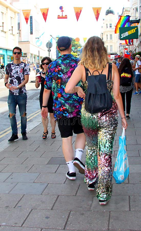 Gehen zu Brighton Pride-Parade stockbild