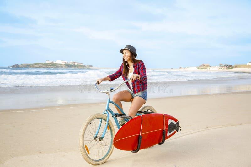 Gehen zu surfen lizenzfreies stockbild