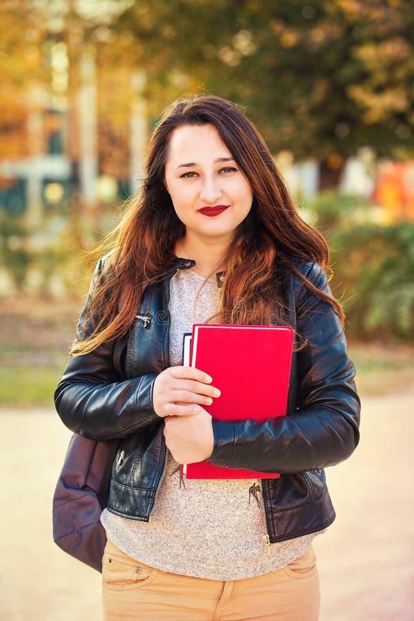Gehen zur Universität stockfotos