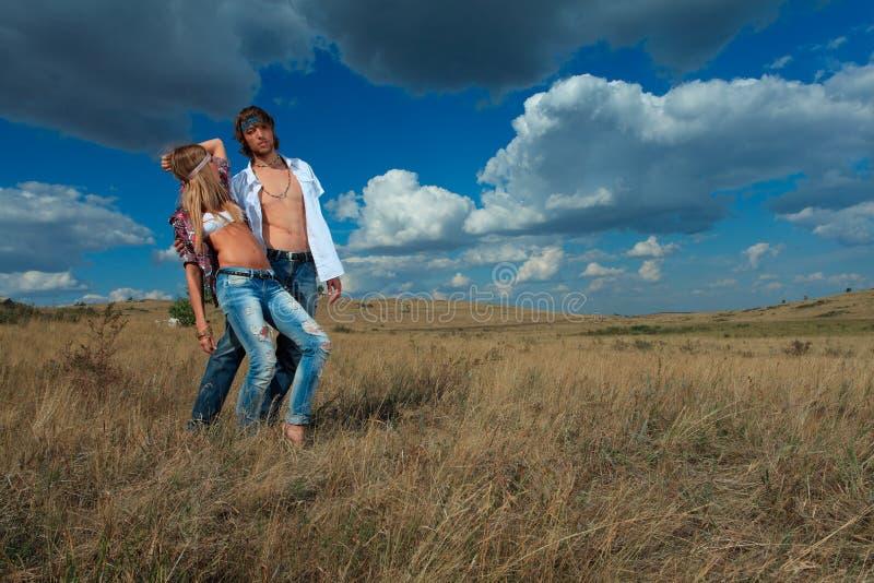 Gehende Paare lizenzfreie stockfotos