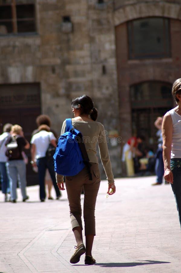 Gehender Tourist lizenzfreies stockfoto
