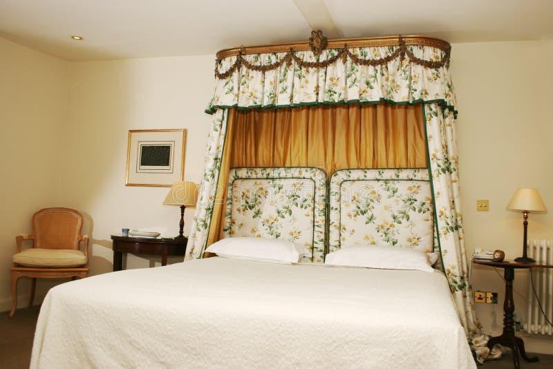 Gehobenes Hotel-Schlafzimmer stockbild