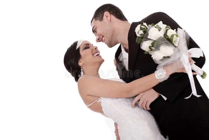 Gehuwd van de bruid en van de bruidegom enkel gelukkig het stellen royalty-vrije stock fotografie